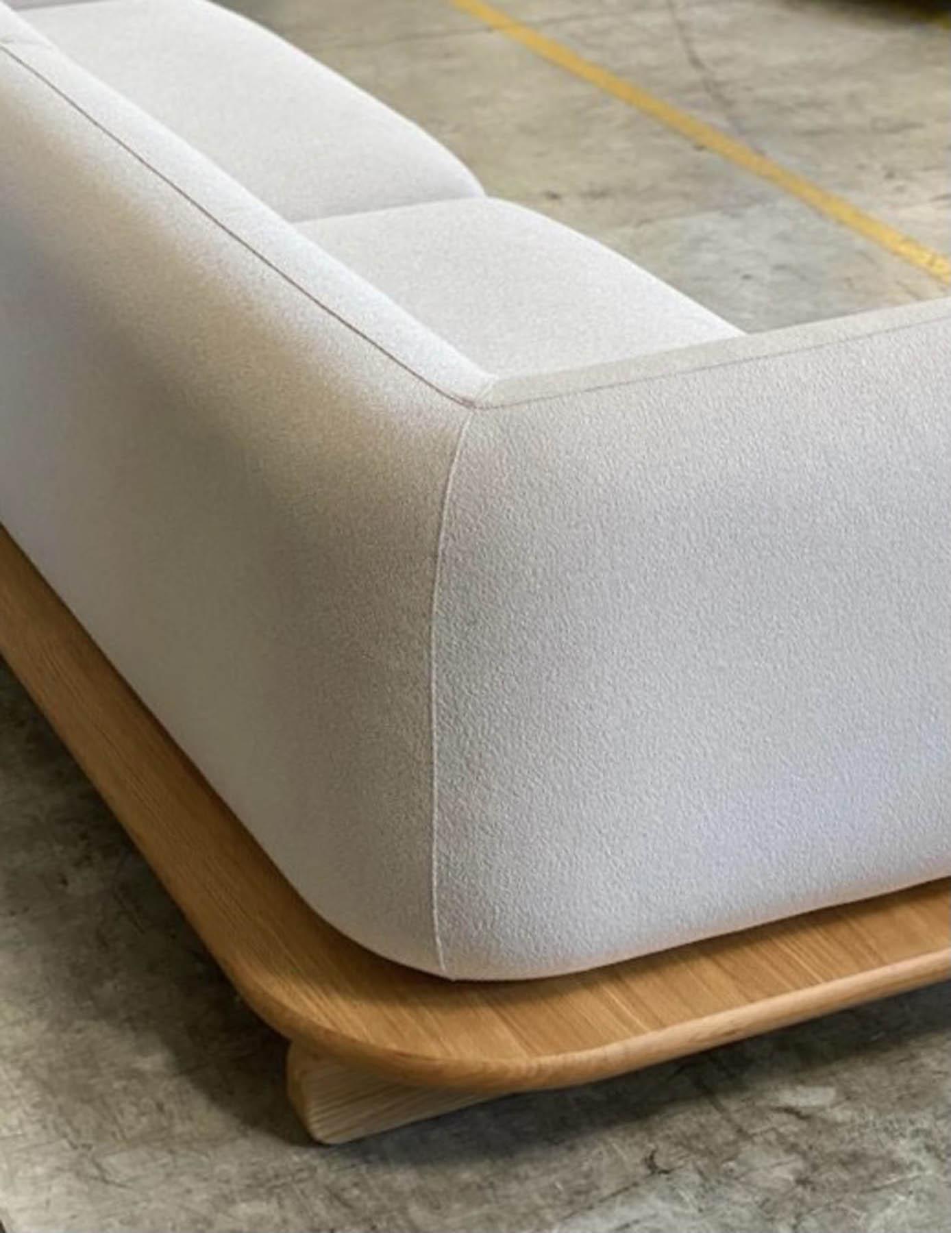 """Canapé / Sofa """"Onigiri"""" en laine gris par Louis Denavaut (Cider). Vue de dos"""