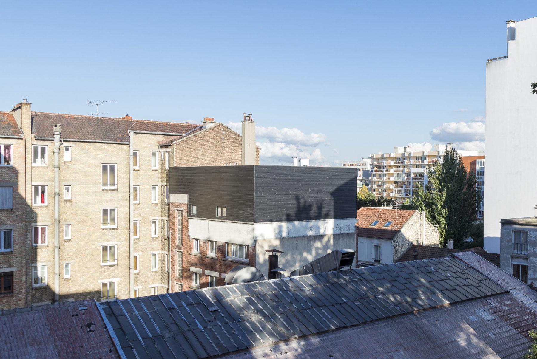 Extension en bois appartement Paris, vue de dos, rooftop, terrasse, bardage bois, Paris