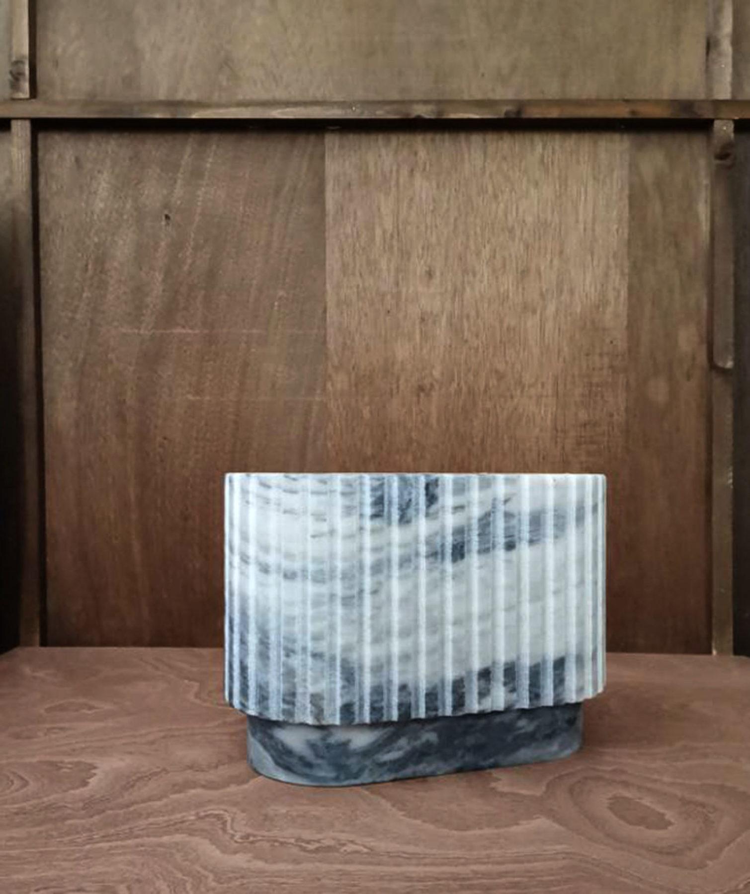 Vase, vide-poches marbre, usinage numérique. Design par Louis Denavaut