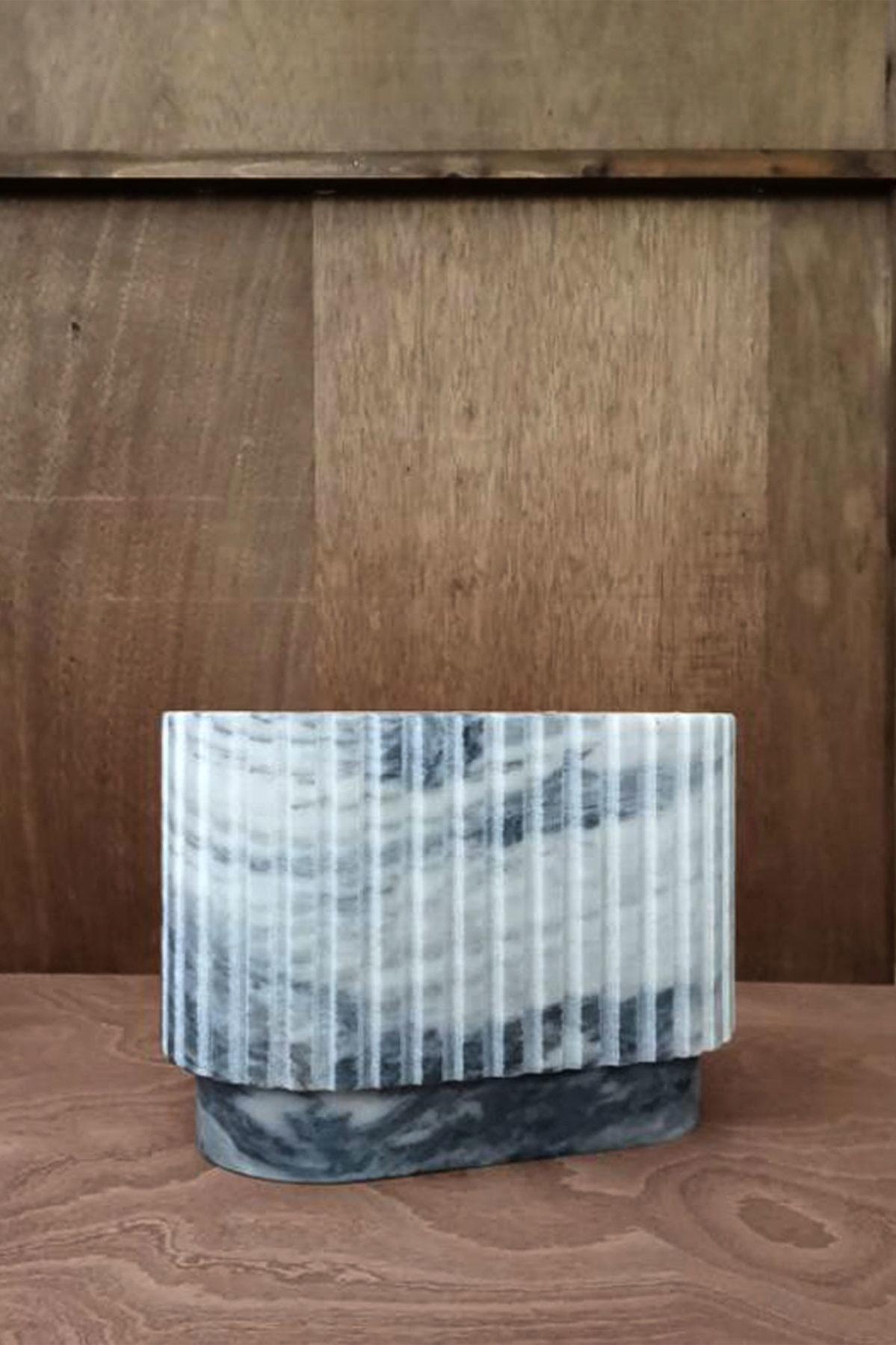 """Vase, vide-poches marbre """"Peau de tigre"""". Design par Louis Denavaut"""